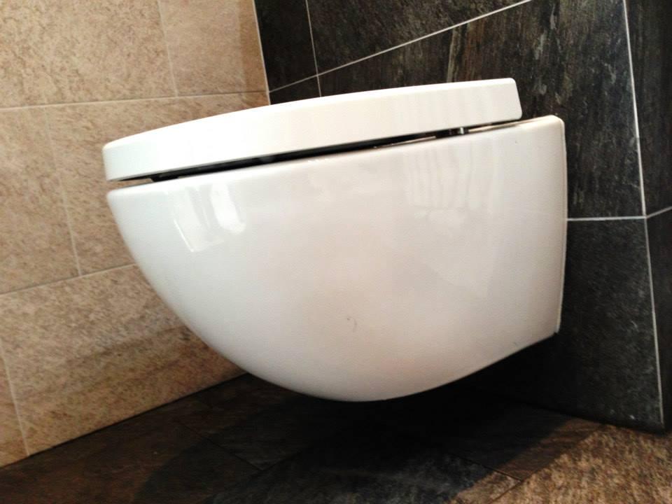Kosten Sanitair Badkamer : Douche bad en toilet u tegels sanitair