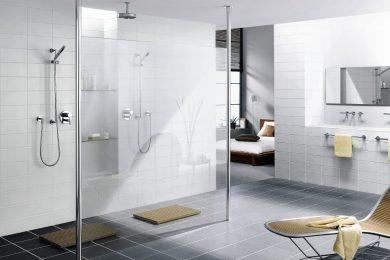 Onderhoud aan een glazen douchewand