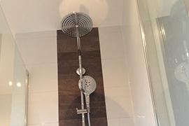 Badkamer Tegels Bruin : Badkamer bruin mozaiek u tegels sanitair