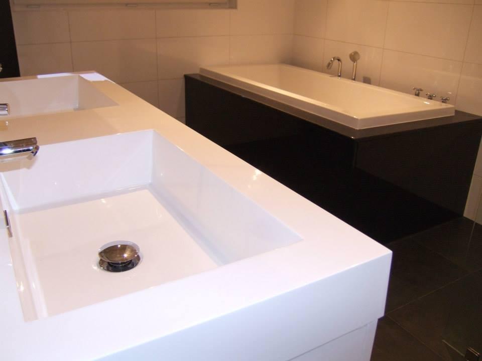 Badkamer Tegels Zwart : Badkamer zwart wit u tegels sanitair
